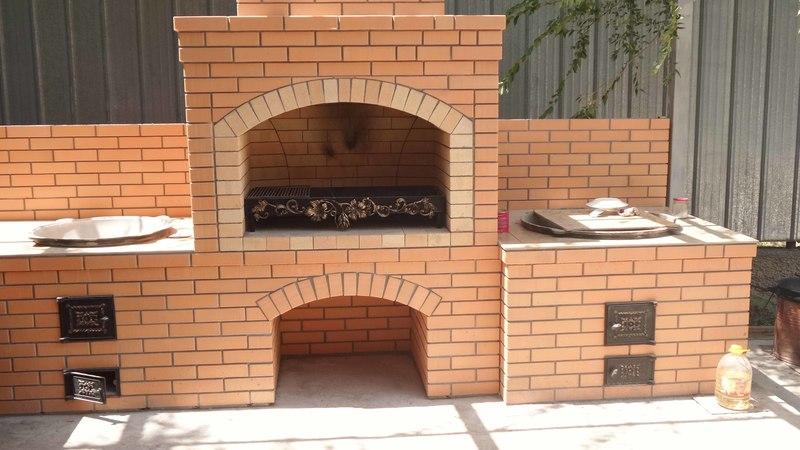 Летняя кухня с барбекю и печью